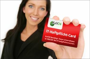 Frau mit IT-Haftpflicht-Card